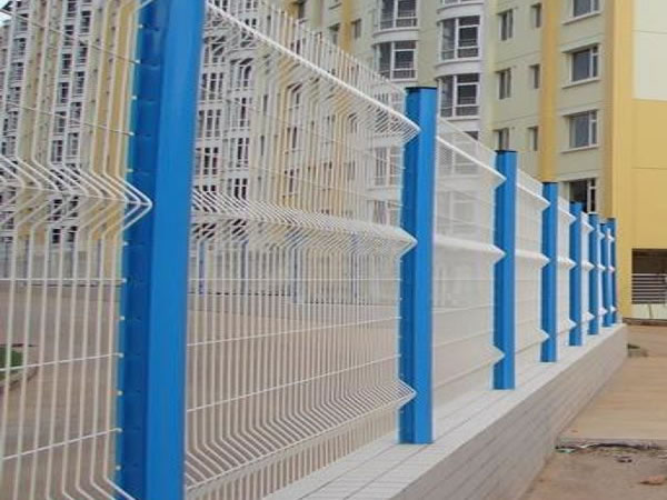 Bellow Shaped Mesh Panels for Fencing
